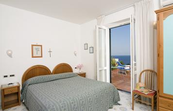 camera-classic-vista-mare-ischia